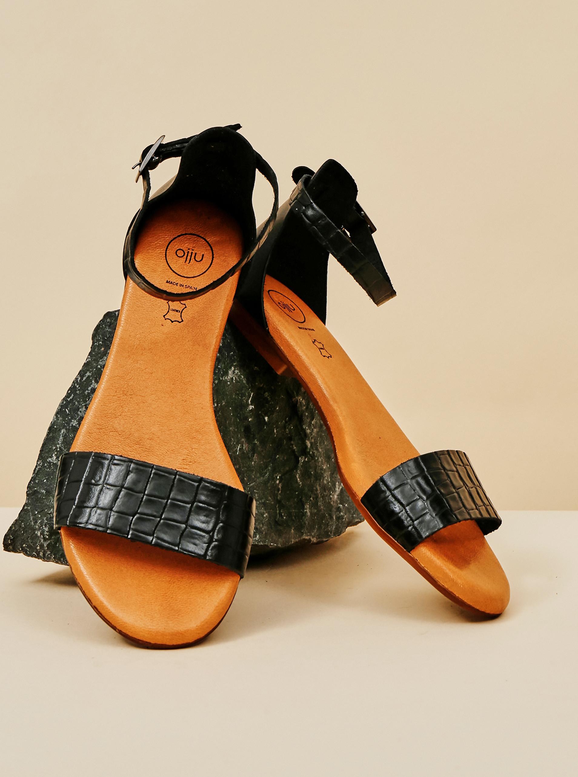Čierne dámske vzorované kožené sandále OJJU - 40