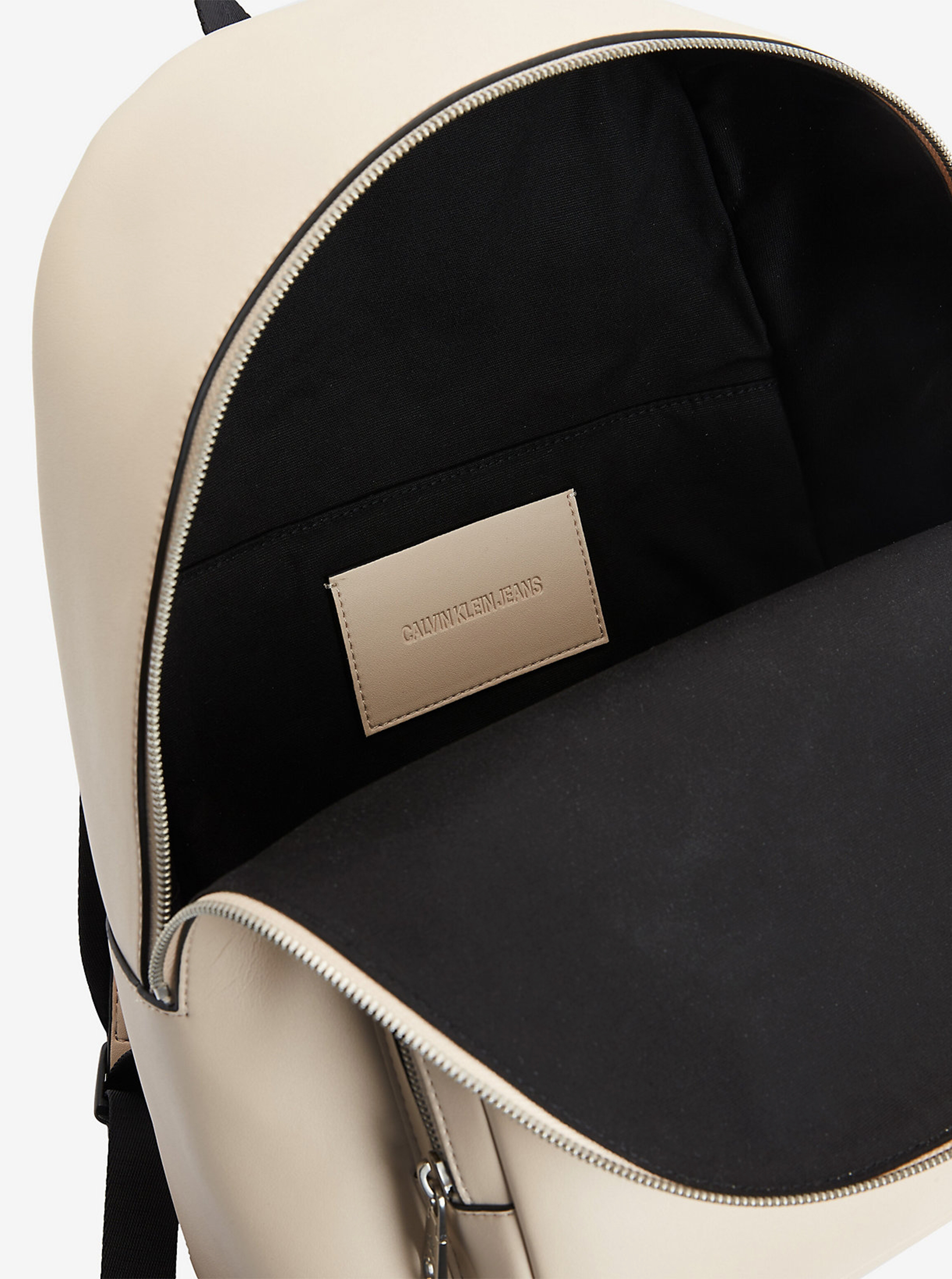 Calvin Klein krémový ruksak