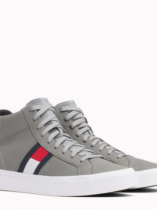 Tommy Hilfiger sivé kožené unisex tenisky Flag Detail High Leather Sneaker  Light Grey fde8fdc18cd
