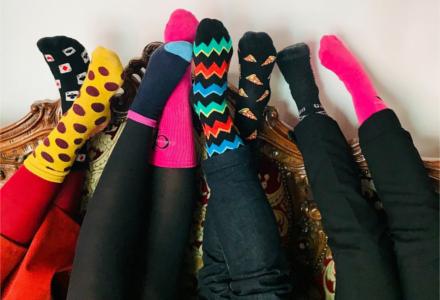 Prečo sa prvý jarný deň nosili rôzne ponožky?