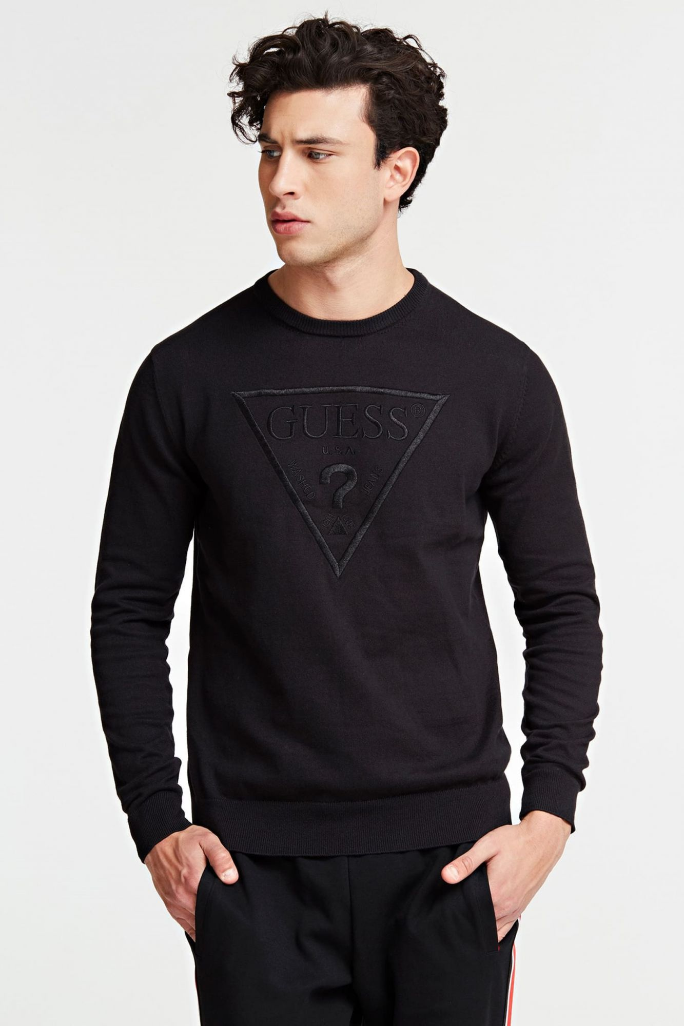 Guess čierny sveter Triangle Logo Sweater - M